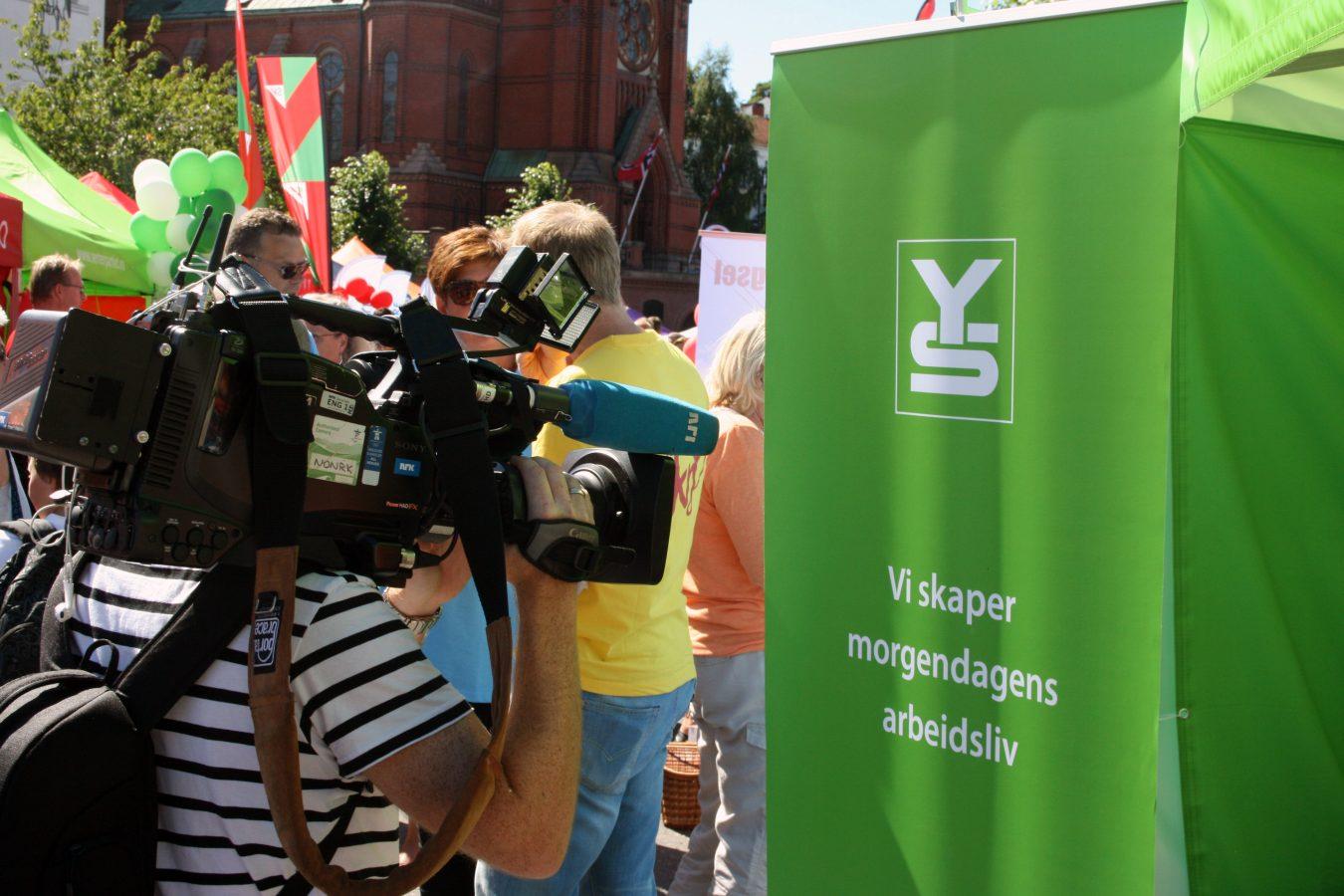 Fra YS sin stand i politisk gate under Arendalsuka. Foto: Delta